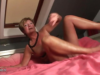 Amateur housewife squirting all over say no to bed
