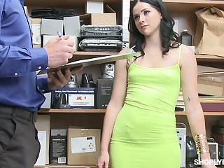 Pulchritudinous looking Violet Rain gets mouthfucked and hammered mish wits cop