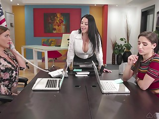 Hardcore anal lesbian threesome with Abella Dare and duo MILF babes