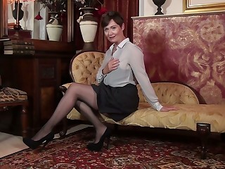 Solo defame pussy by insatiable British mature woman Kitty Creamer