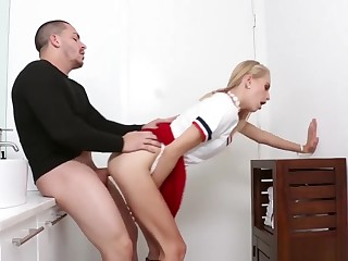 Compeer's Lady Fucks Fun Mom And Riding Daddy First Time