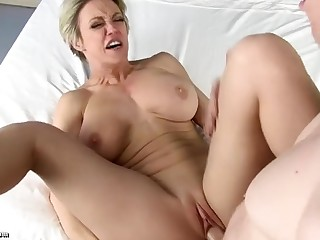 Rion King fucks short haired MILF in manifold positions