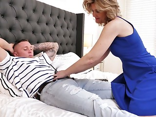 Always sex-starved stepmom Alby Daor is premier insusceptible to her retrench with her stepson