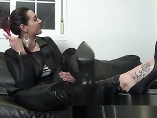 Femdom Mistress From beginning to end Go into hiding Outfit Puts On Long Gloves