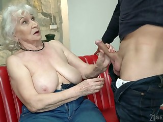Chubby mature blonde whore Norma is actually good at riding fat flannel