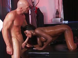 Ebony massage coddle gets anally drilled