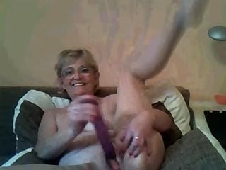 Cute compressed cam granny