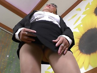 Sweet granny Karina G pleases her hairy pussy more a toy