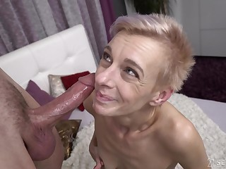 Unplanned haired grown up amateur granny Belinda Bee gets cum in her mouth