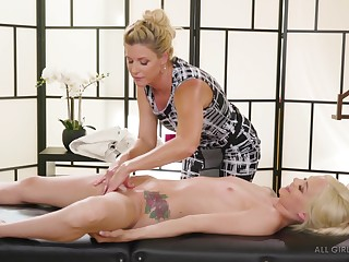 Lesbian MILF India Summer gives Elsa Jean a pussy and tits rub-down