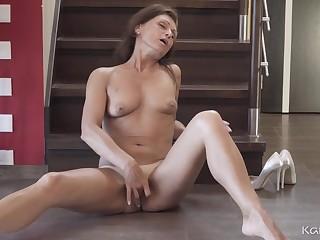 Crummy tan lines on a masturbating mature chick