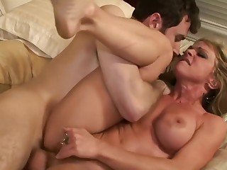 Hot Cougar Mom Enjoying Fuck Younger Lover In Nook