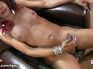 Tamia in Tamia Cums - BlackTGirls
