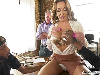 Cheating lord it over MILF Richelle Ryan lets cuckold watch her fucking thither black studs