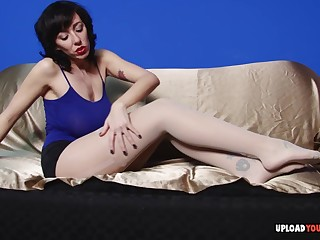 Gorgeous busty milf in why pantyhose plays with her wet snatch superior to before the couch.