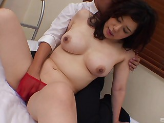 Chubby Asian wife Risako Shirai spreads the brush legs to be fucked