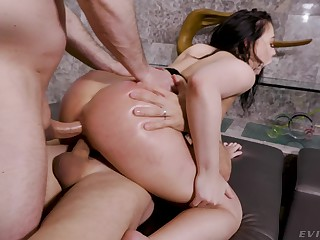 Whitney Wright savors the sensations of hardcore double penetration