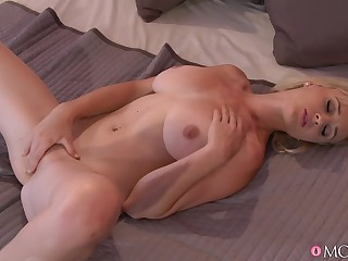 A real delight for mother up masturbate in such modes