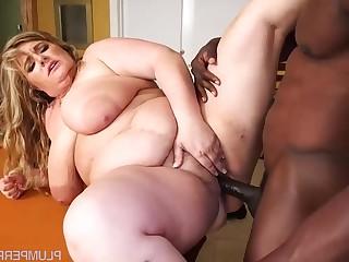 She Breaks Balls - Veronica vaughn
