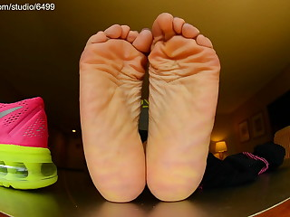 Nike Kiss someone's arse and Foot Fetish Barefoot – Showing Glum Feet