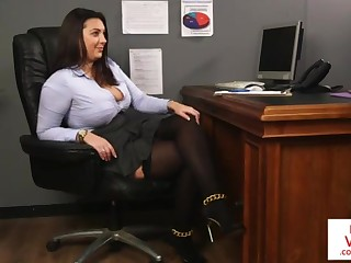 Office venerated teaches resultant bonking partner to masturbate